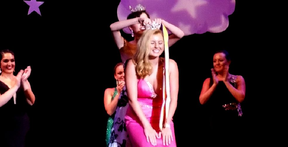 Perry McKayla being crowned miss ocean city 2017